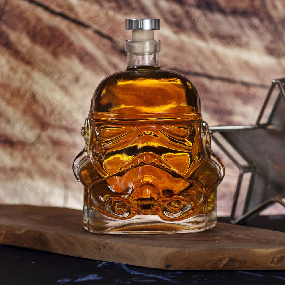 Najlepsze prezenty dla fanów Gwiezdnych wojen - karafka stormtrooper