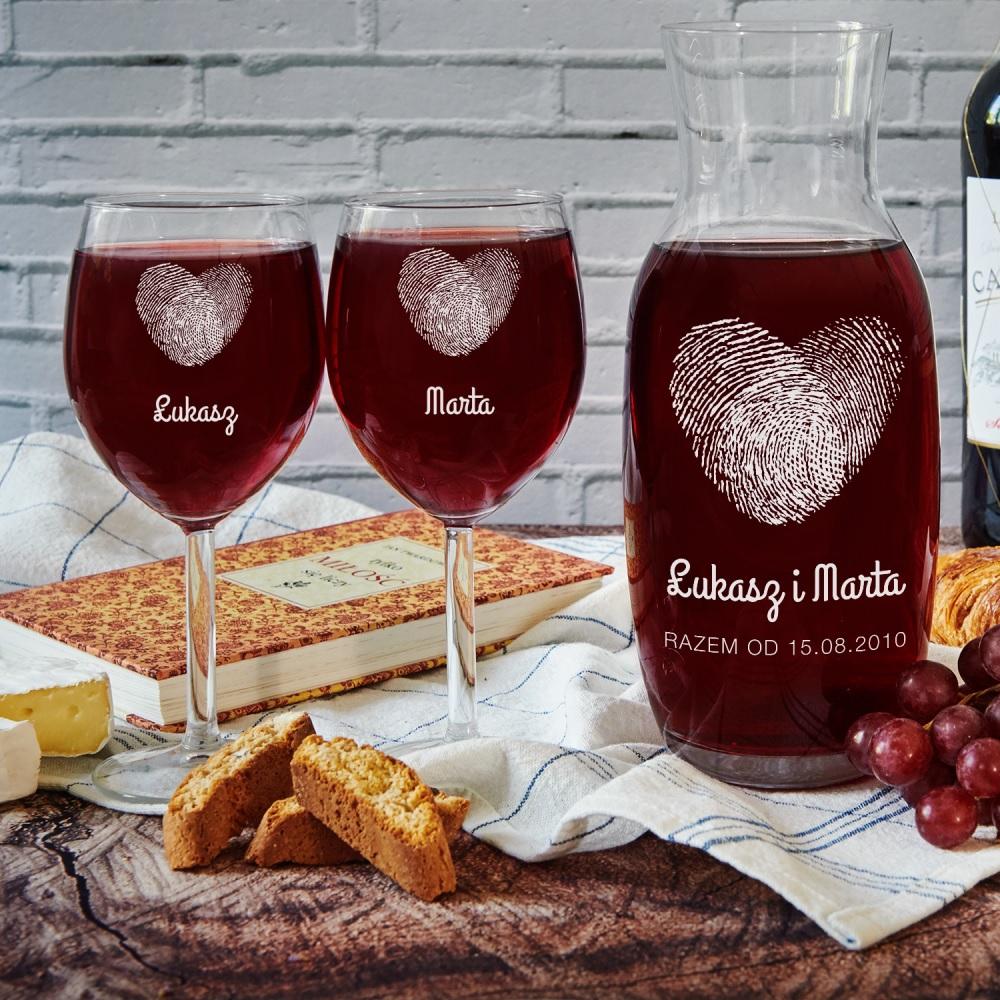 Karafka i kieliszki do wina - pomysł na prezent dla pary