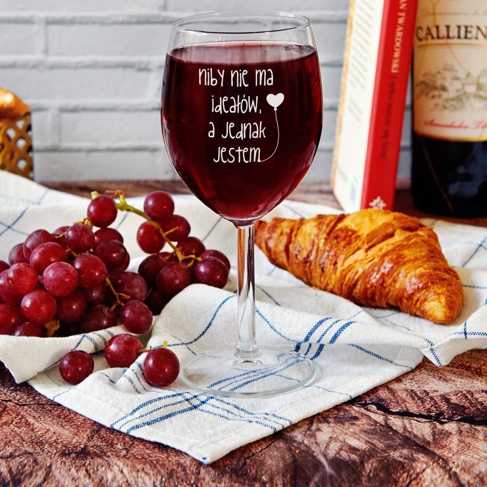 Kieliszek do wina - prezent na rocznicę ślubu dla żony